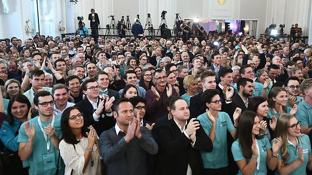 """תומכי """"מפלגת העם"""" האוסטרית (צילום: AFP) (צילום: AFP)"""