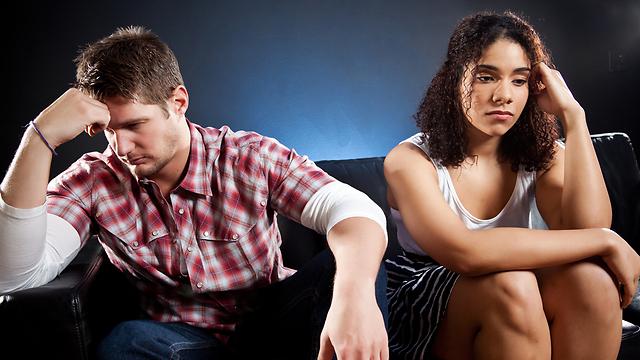 סודות משפחתיים עלולים לזלוג ולחלחל לקשר שלכם ולפגוע בו (צילום: shutterstock)