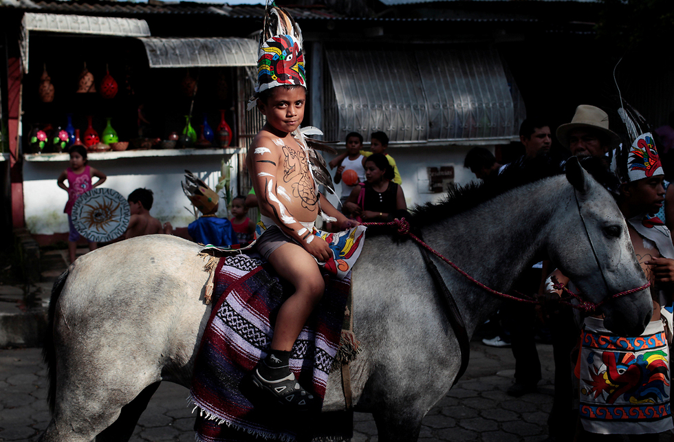 """בסן חואן, ניקרגואה, ציינו את """"יום ההתנגדות של הילידים"""" (צילום: רויטרס) (צילום: רויטרס)"""