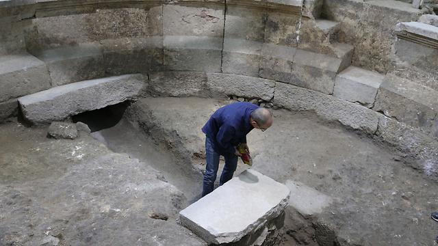 """""""זו תגלית דרמטית"""". שרידי התיאטרון שנחשפו (צילום: עמית שאבי) (צילום: עמית שאבי)"""
