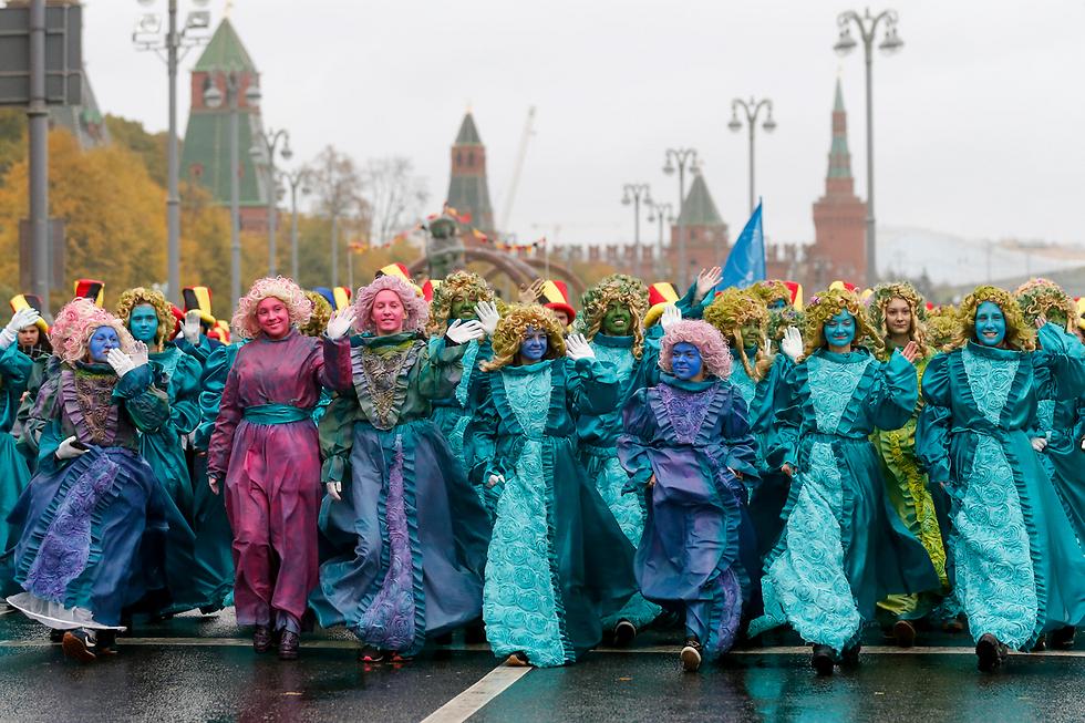 הפסטיבל הבינלאומי ה-19 לנוער וסטודנטים ליד הקרמלין, מוסקבה (צילום: AP) (צילום: AP)