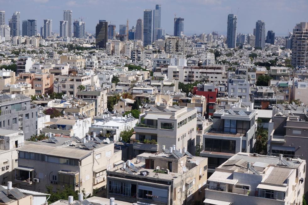 קשה לדמיין תצלום עתידי של תל אביב ללא דודי השמש על הגגות הישנים, אבל זה כבר קורה בגלל התמ''א (צילום: מיכאל יעקובסון)