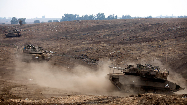 IDF tanks in the Golan Heights (Photo: EPA)
