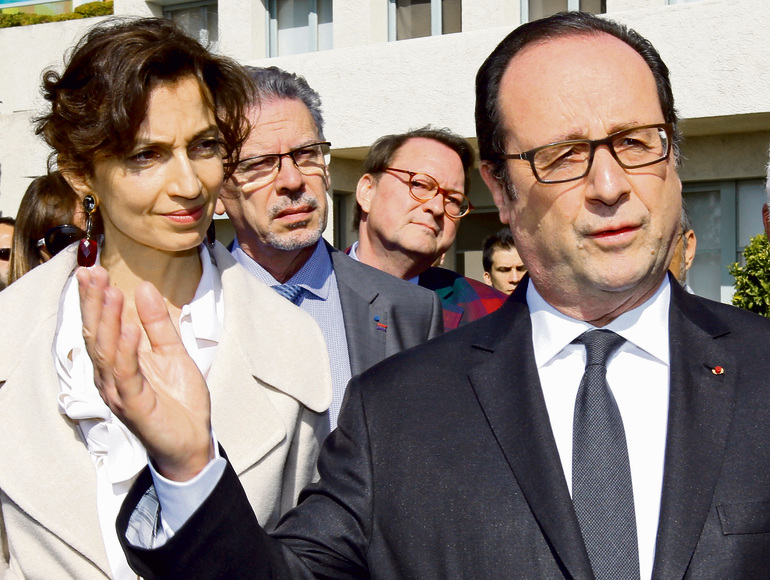 Azoulay with former French President Francois Hollande. During her short term as culture minister, she managed to return art looted by the Nazis to its Jewish owners (Photo: Reuters)
