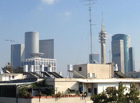 זה כל הקסם. או שלא? על גגות תל אביב (צילום: ארי דוידוביץ׳)