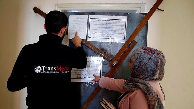"""המשרדים נאטמו בידי כוחות צה""""ל (צילום: AFP)"""