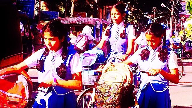 נערות בהודו (צילום: מתוך אלבום פרטי)