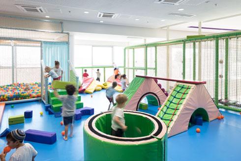 """כמעט בכל קומה יש פינת משחק (ג'ימבורי) לפעוטות. במרכז יש גם גן ילדים """"רגיל""""   (צילום: עמית גרון)"""