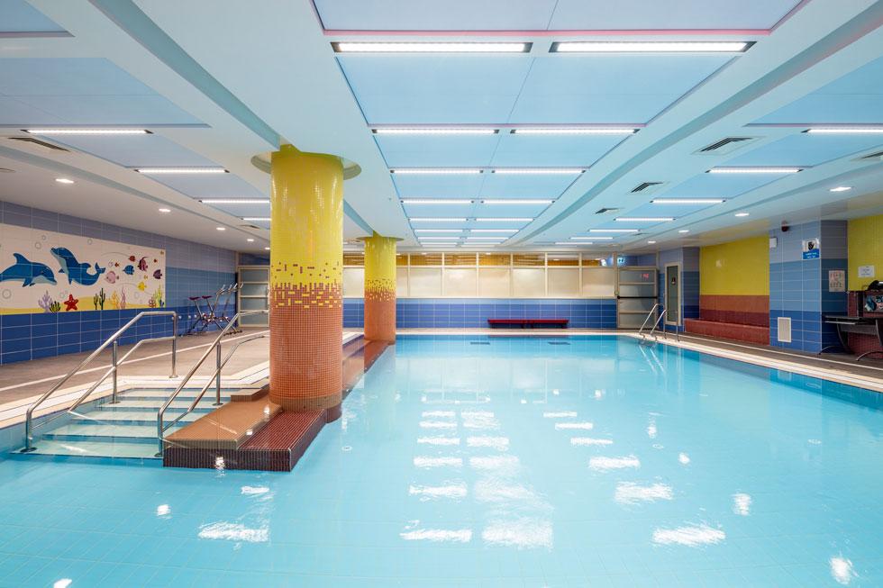 בריכת השחייה הטיפולית. במרכז יש חדרי טיפולים רבים ומסוגים שונים (צילום: עמית גרון)