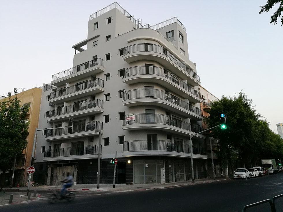 הבניין החדש ברחוב העליה 60, פינת רחוב פלורנטין, זוכר ומכבד את אופיה של השכונה. מתכננו, אדריכל שמעון מרמלשטיין, הוא הפורה מבין המתכננים בשכונה, עם שישה בניינים נוספים בתכנונו   (צילום: ציפה קמפינסקי)