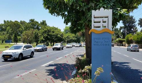 ודווקא העיר הממותגת ביותר בישראל הלכה על שילוט, שבאופן יחסית לא מתבלט מדי. תל אביב-יפו (צילום: אורי זקהם)