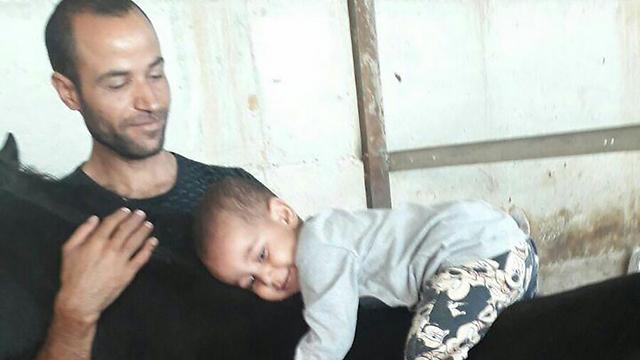 איוב סלאמה ובנו, סלאח, שנפגע ()