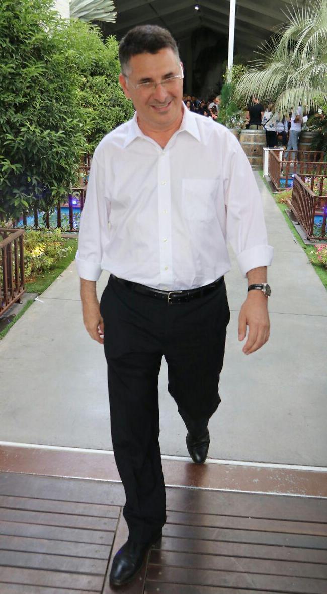 האבא של. חבר הכנסת גדעון סער (אמיר מאירי)