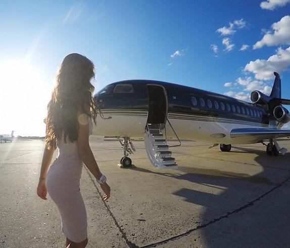 לעלות למטוס בסטייל (צילום: מתוך אינסטגרם)