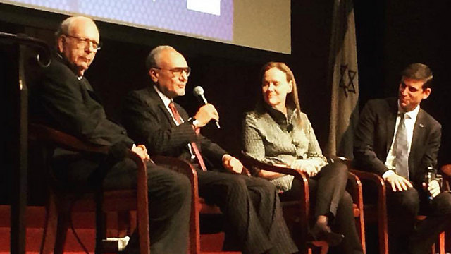 Former Mossad chief Efraim Halevy, left, sits beside Saudi Prince Turki Al-Faisal at an Israel Policy Forum debate in New York in October 2017 (Photo: Israel Policy Forum) (Photo: Israel Policy Forum)