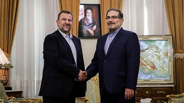 Saleh al-Arouri (L) and Ali Larijani (Photo: Reuters)