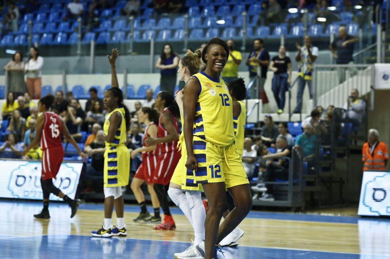 מעות של אושר - וניצחון. ג'קסון (צילום: מגד גוזני מינהלת ליגת הנשים) (צילום: מגד גוזני מינהלת ליגת הנשים)