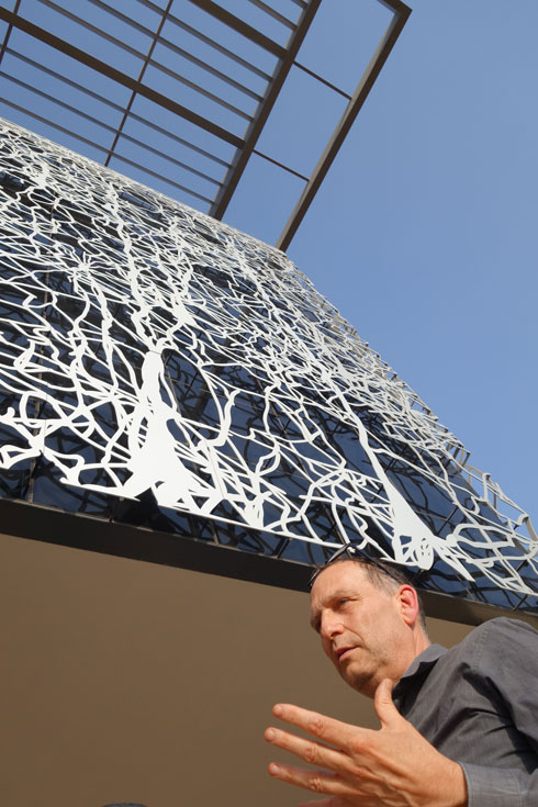 האדריכל יובל בר, השותף המקומי בפרויקט (צילום: מיכאל יעקובסון)