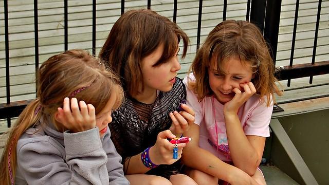 ללמד את הילדים לשים לב להבעות ולמבטים (צילום: shutterstock) (צילום: shutterstock)
