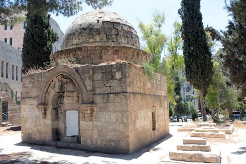 אחד ממבני הקבר המפוארים ששרדו (צילום: ארגון עמק שווה)