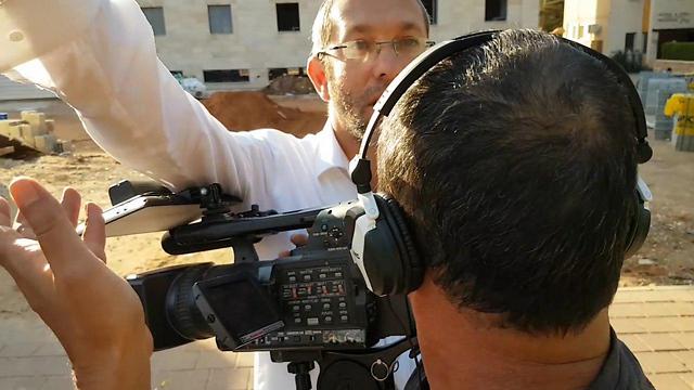 תוקפים צלם ynet בשכונת שלמה (צילום: אסף קמר) (צילום: אסף קמר)
