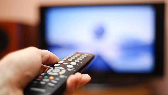שורפים שלוש שעות ביום מול המסך (צילום: shutterstock) (צילום: shutterstock)