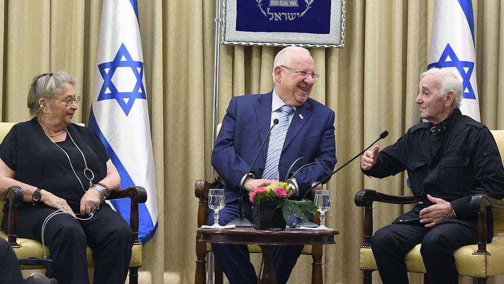 """מימין: אזנבור, נשיא המדינה ריבלין ואשתו נחמה (מארק ניימן/ לע""""מ) (מארק ניימן/ לע"""