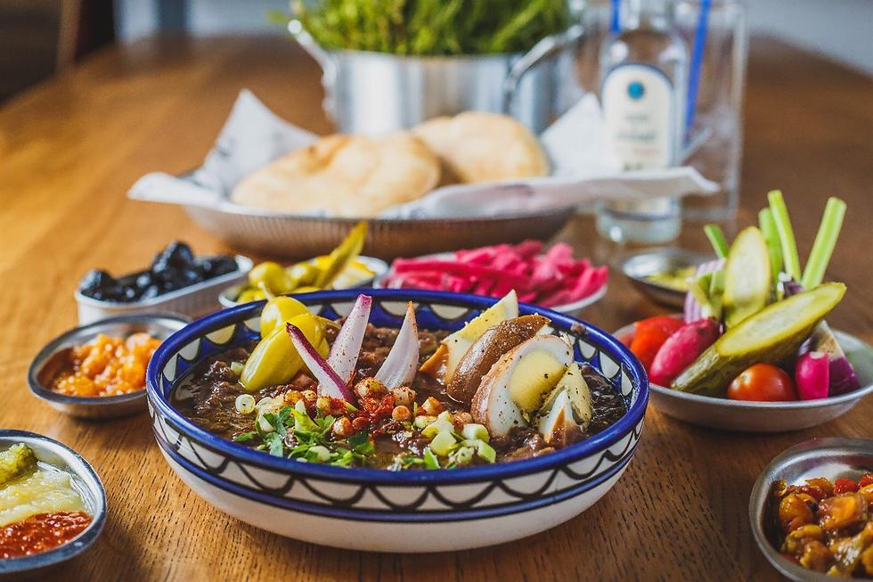 """מנות הדגל של המטבח היווני. """"אלבי"""" (צילום: יח""""צ)"""