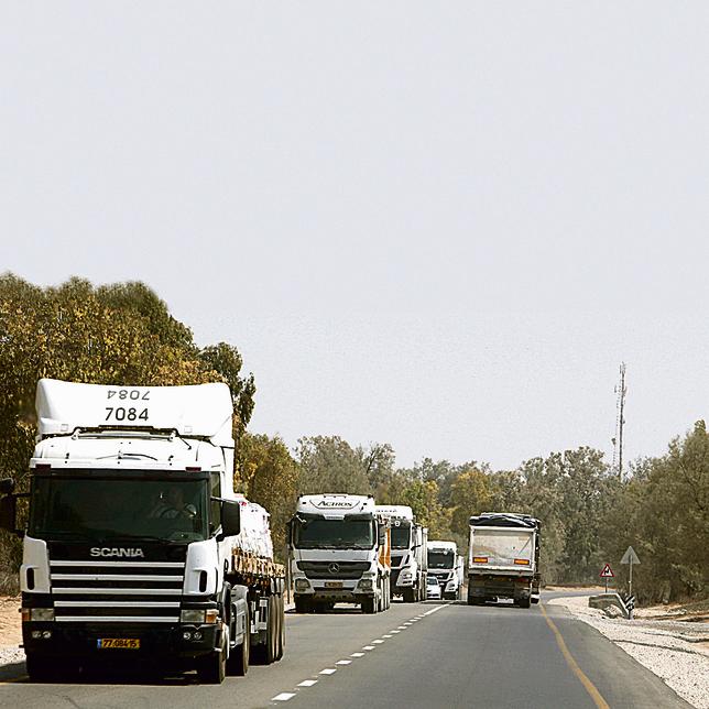 """העומס בכביש הדרומי. """"מאות משאיות על כביש אחד"""""""