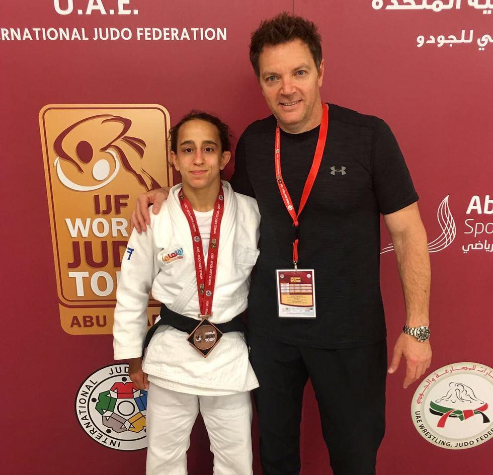 גילי כהן והמאמן שני הרשקו עם המדליה (צילום: איגוד הג'ודו)