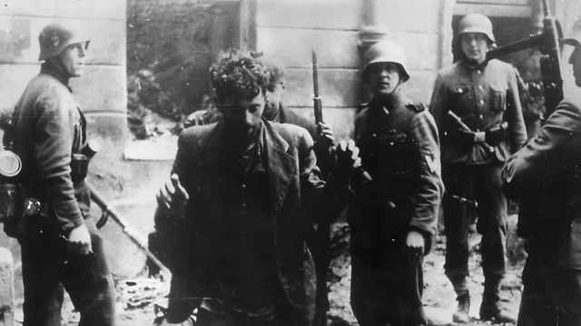 Arrest of members of the Warsaw Ghetto resistence (Photo: Getty Images)