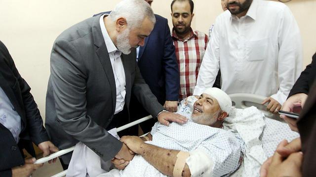 Haniyeh visits Abu Naim at the hospital