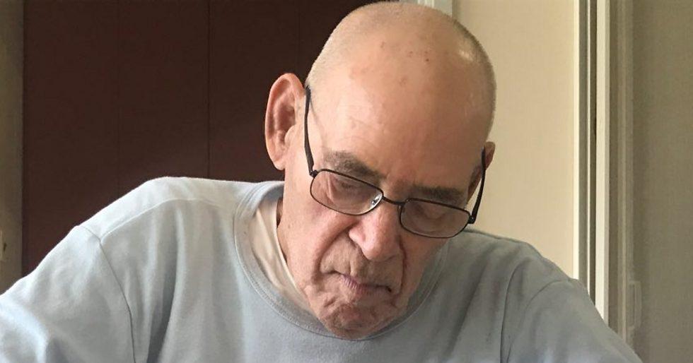 עזרא מרמלשטיין, שבועיים לפני מותו בקיבוץ גן שמואל (צילום: תיקי גולן) (צילום: תיקי גולן)