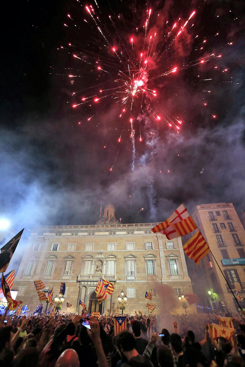 חגיגות אחרי ההצבעה על העצמאות בברצלונה (צילום: MCT) (צילום: MCT)