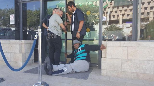 Disabled Panthers protesters blocking entrance to PMO in Jerusalem (Photo: Disabled Panthers)