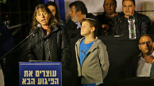 Hadas Mizrahi and her son Itay (Photo: TPS)