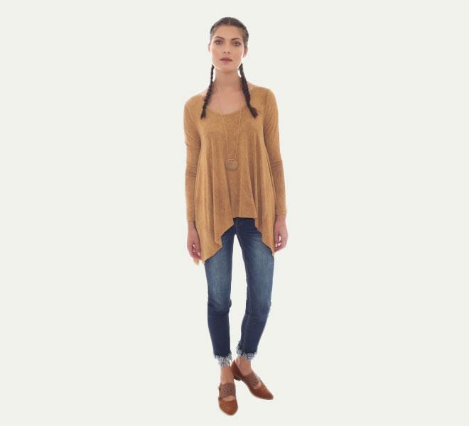 חולצת אוברסייז בגימור אסימטרי, 89 שקל, קמדן אנד שוז, שופינג לאשה (צילום: שופינג לאשה)
