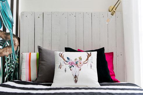 מיטה תוצרת עצמית, וטקסטיל לא מתיילד (צילום: שירן כרמל)
