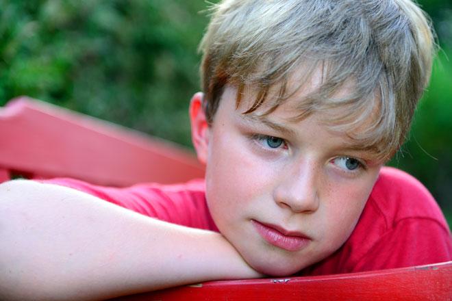 """""""תלמיד בבית ספר בדרום הארץ סיפר לי בסוד שהוא לבד. מתעלמים ממנו, לא משתפים אותו במשחקים בהפסקה"""". צילום אילוסטרציה (צילום: Shutterstock)"""