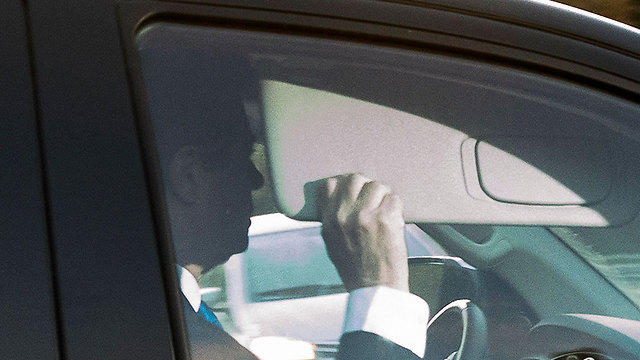 Manafort driving from his house to the FBI Headquarters (Photo: AP)