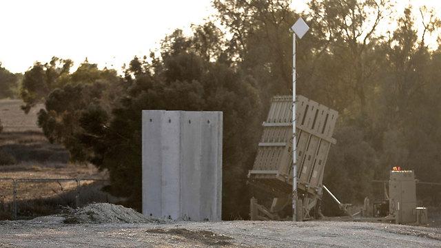 """צה""""ל הציב סוללות כיפת ברזל (צילום: AFP) (צילום: AFP)"""
