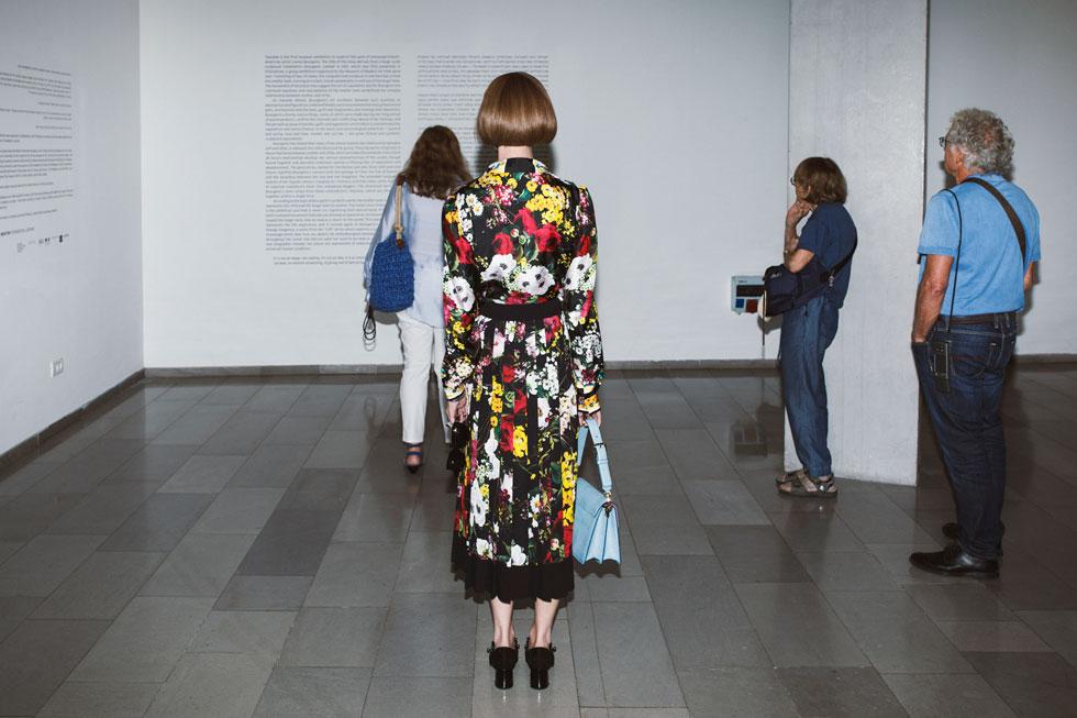חולצה, חצאית ותיק – בוטיק אמור (צילום: דניאל קמינסקי)