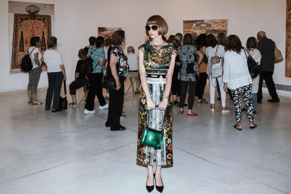 שמלה, אליאן סטולרו; תיק, אמור; נעליים (בכל התמונות), בלדיניני; משקפי שמש (בכל התמונות), שופארד (צילום: דניאל קמינסקי)