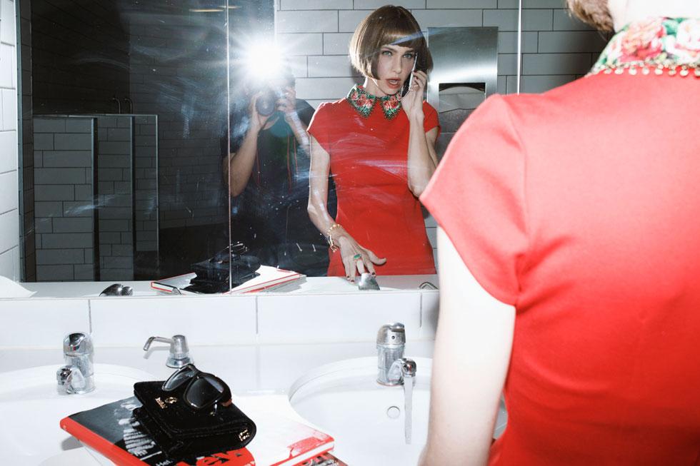 שמלה, מיכל נגרין; תיק, בלדיניני (צילום: דניאל קמינסקי)