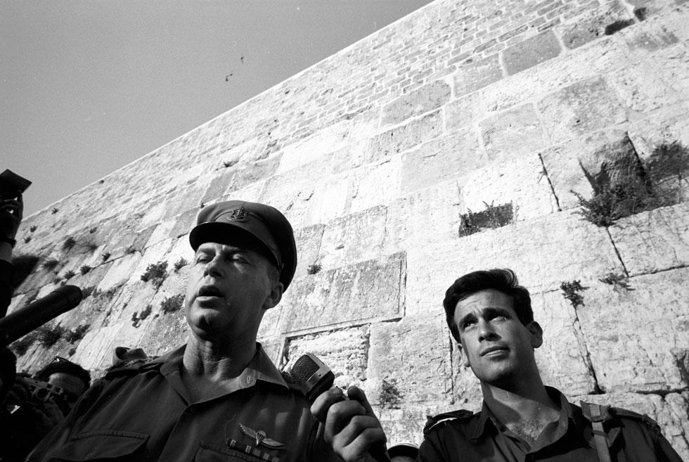 Рабин у Стены плача