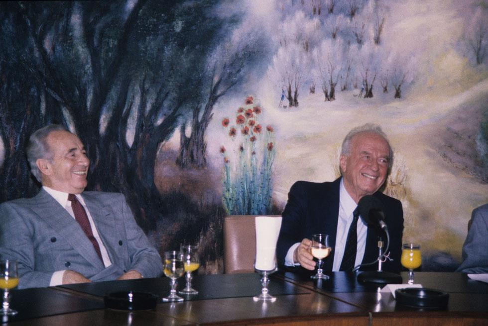 На заседании правительства с Шимоном Пересом, 1994 год