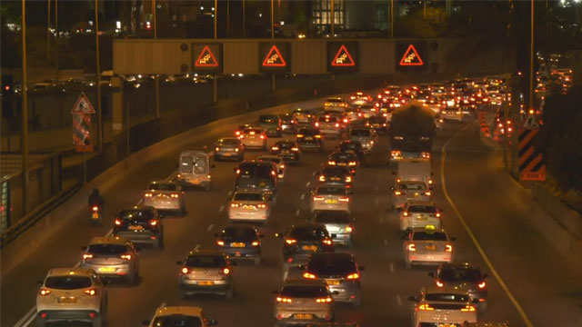 מכוניות, ועוד מכוניות (צילום: מתן טורקיה)