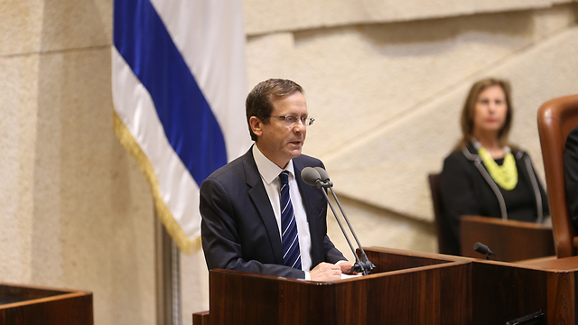 Herzog at the special Knesset session (Photo: Alex Kolomoisky)