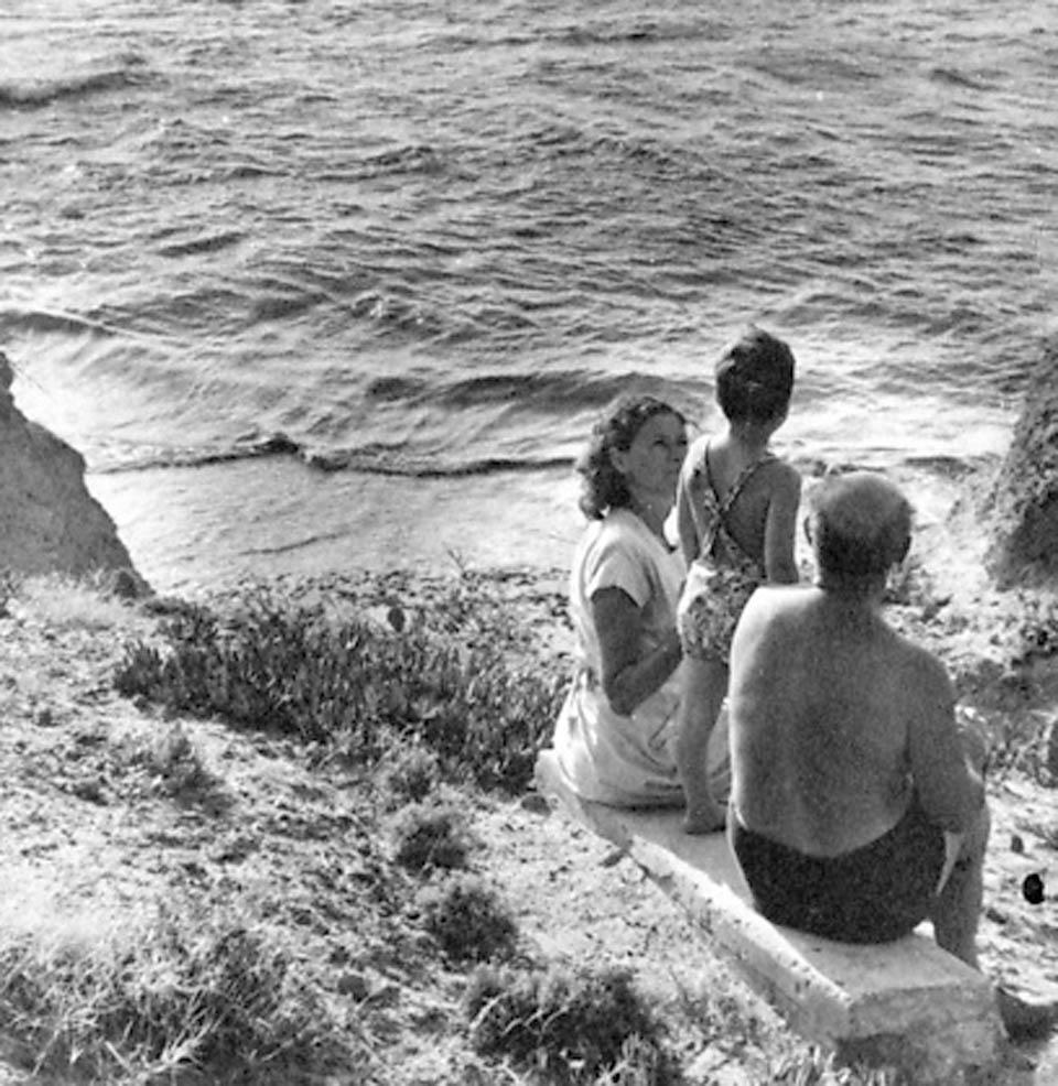 Ицхак Саде с женой Маргот и сыном Йорамом, 1949 год