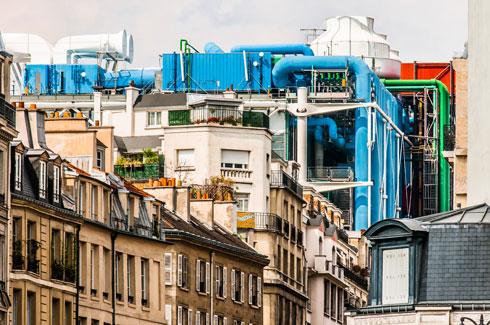 מקום בצנרת. המרכז על רקע הבניינים הסמוכים (צילום: Shutterstock)